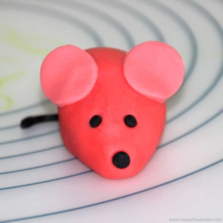 How to make a Sugar Paste Fondant Mouse Cake Topper | happyfoodstube.com