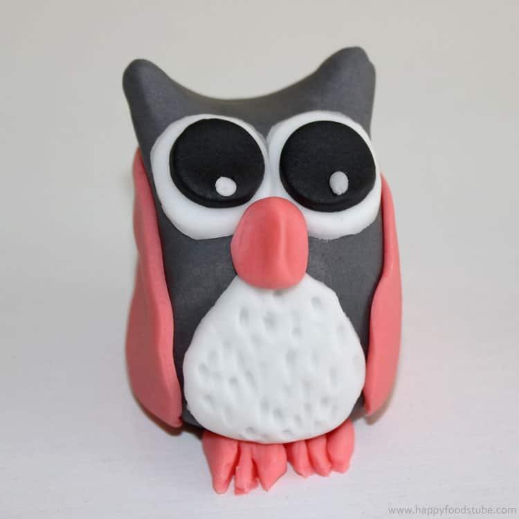 Fondant Owl Cake Decorating Tutorial | happyfoodstube.com