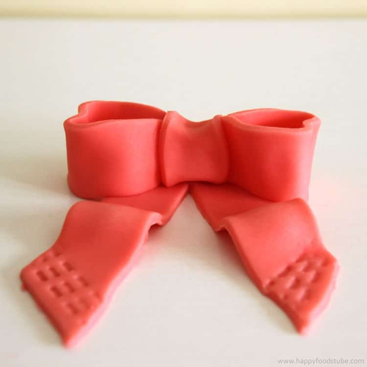 How to make a Fondant Icing Bow Tie for Cake Decorating | happyfoodstube.com
