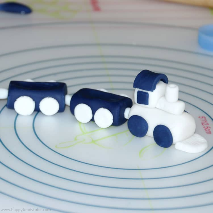 How to make a Sugar Paste Icing Fondant Train Cake Topper | happyfoodstube.com