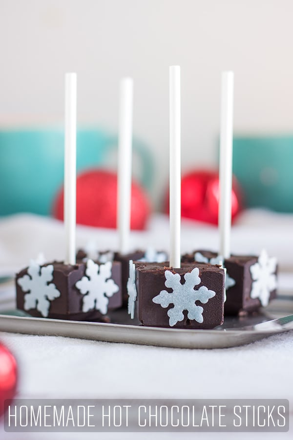 Homemade hot chocolate sticks wrapped in cellophane will make a great edible gift not only for Christmas. Stir it in steamed milk and enjoy. #happyfoodstube #chocolate #sticks #recipe #gift #holiday #christmas #cocoa #chocolatesticks #diyfood