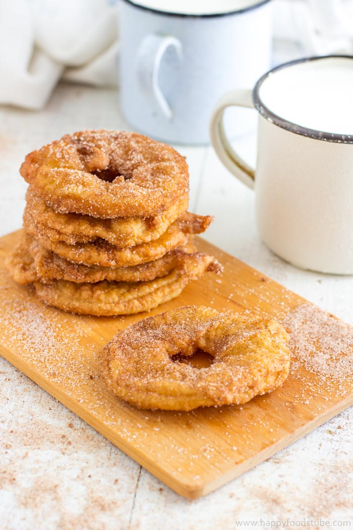 Homemade Fried Battered Apple Rings. Easy dessert recipe. | happyfoodstube.com