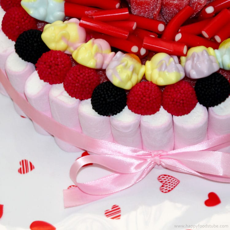 Tarta de Chuches Candy Cake Recipe | happyfoodstube.com