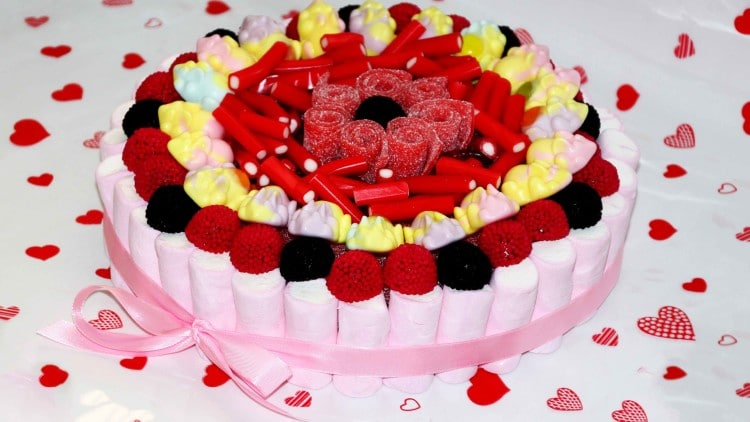 Tarta de Chuches Candy Cake for Sweets Lovers | happyfoodstube.com