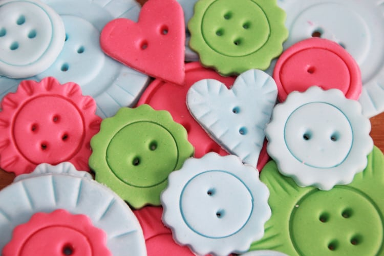 How to Make Fondant Buttons | happyfoodstube.com