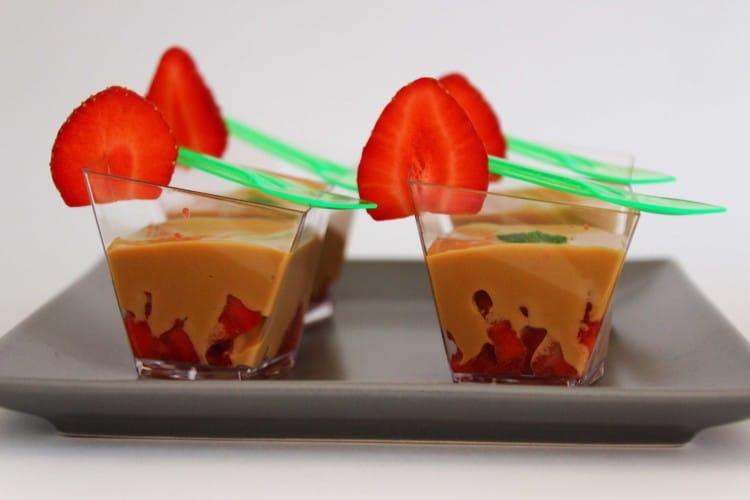 Strawberry Caramel (Dulce de Leche) Dessert Shots | happyfoodstube.com