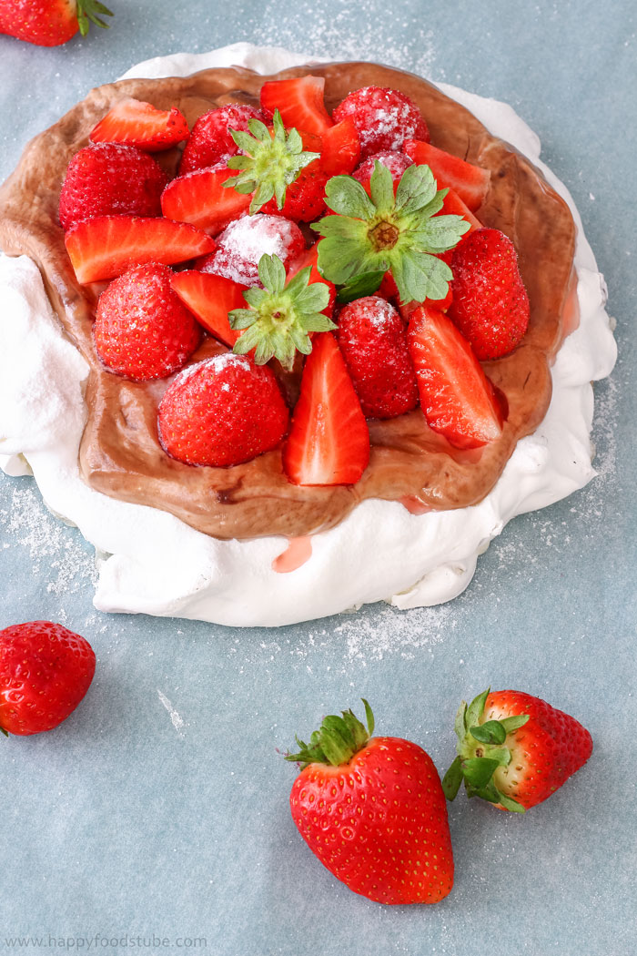 Hazelnut Pavlova Cake with Strawberries Pic