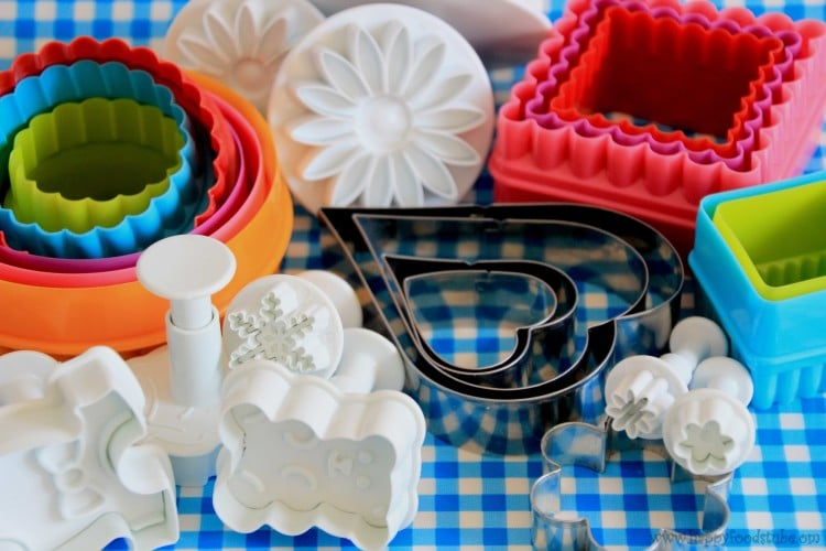 Best Fondant/Sugar Paste Cutters to have when starting Cake Decorating