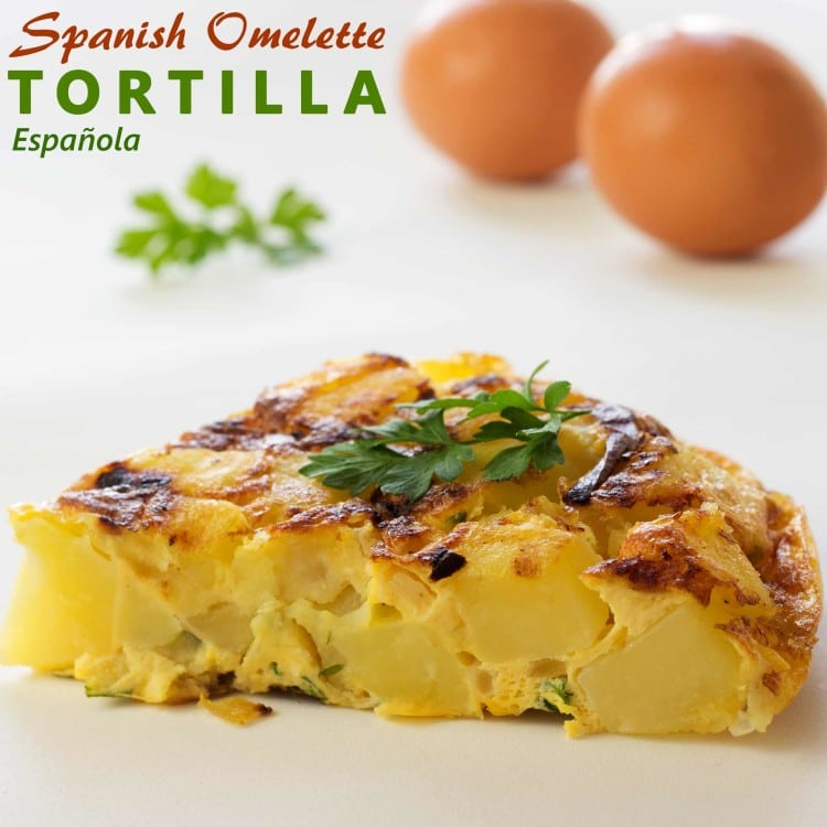 Spanish Omelet (Tortilla Española) - This traditional spanish dish is made from eggs and potatoes. Easy recipe from Spain | happyfoodstube.com