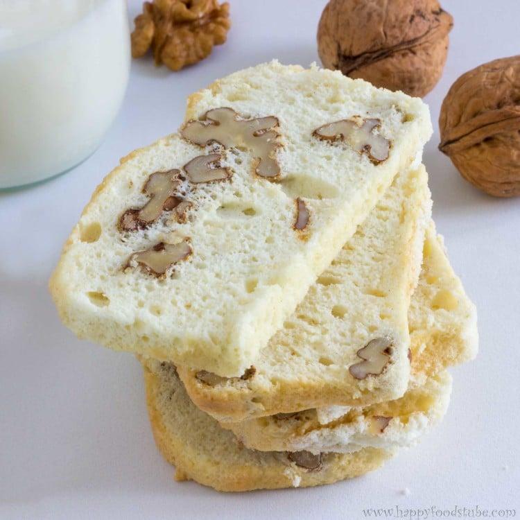 Walnut Biscotti | happyfoodstube.com