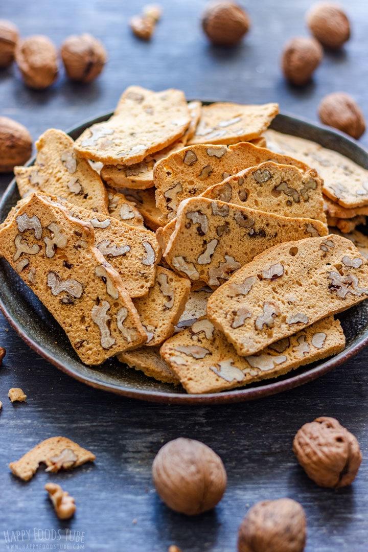 Biscotti with walnuts