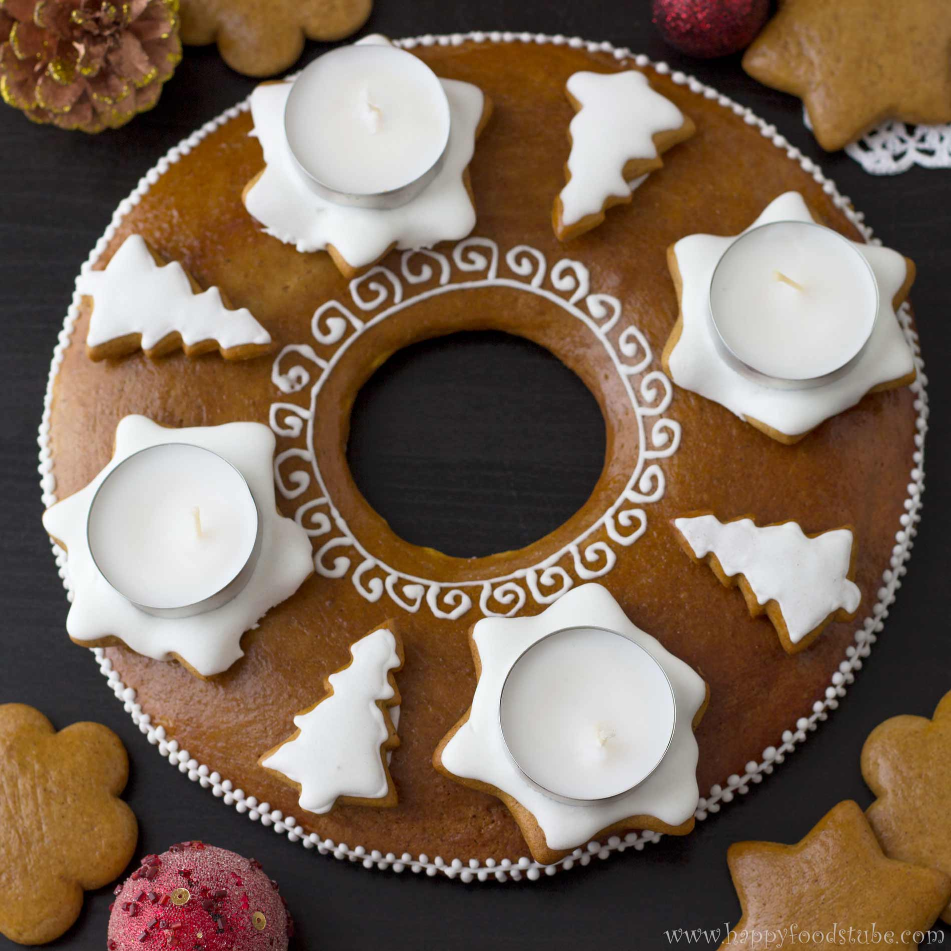 Gingerbread Advent Wreath | happyfoodstube.com