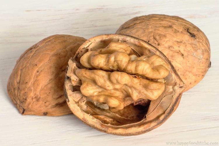 Walnuts Close Up | happyfoodstube.com