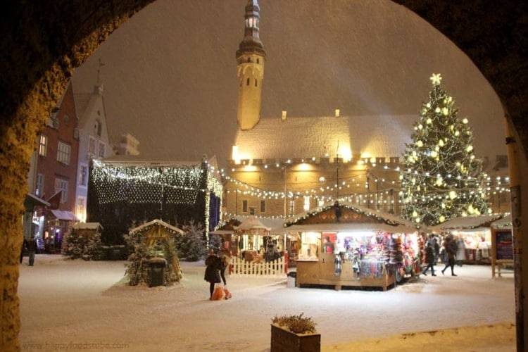 Christmas Markets Estonia Tallinn Snow | happyfoodstube.com
