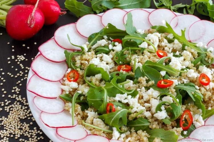 Cold Quinoa Salad Plate. Vegetarian + easy   happyfoodstube.com