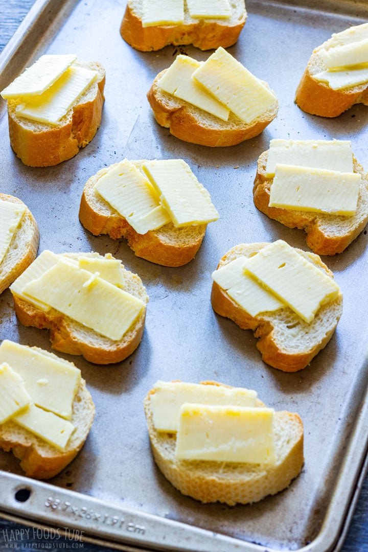 Cheesy toasts for onion soup