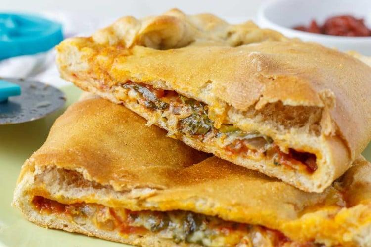 Calzone Pizza Bites | happyfoodstube.com