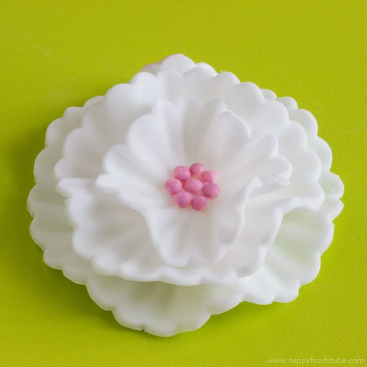 How To Make Fondant Flowers Tutorial - Easy cake decorating tutorial, fondant icing, sugar paste, sugarcraft, video | happyfoodstube.com