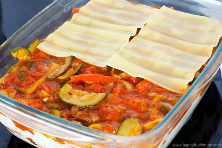 Vegetable Lasagne Oven Dish | happyfoodstube.com