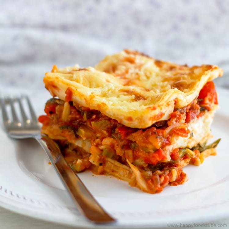 Hearty Vegetable Lasagne - Lasagne is a very popular Italian dish that is creamy and rich and so is its vegetarian version. Easy dinner, no meat | happyfoodstube.com