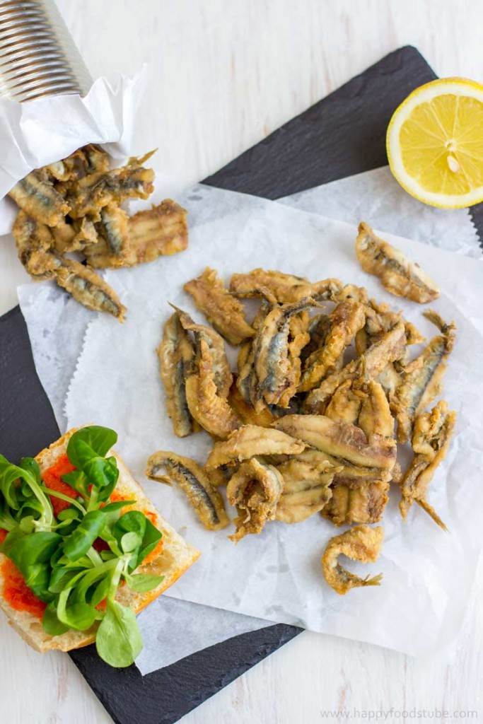 Homemade Deep Fried Anchovies - Easy Spanish seafood tapas with freshly squized lemon juice, Spanish food, fish, starter, appetizer, recipe, tapa, Spain | happyfoodstube.com