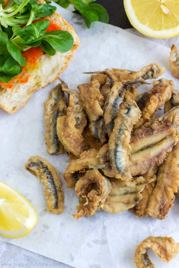 Deep Fried Anchovies on a Plate - Easy Spanish seafood tapas with freshly squized lemon juice, Spanish food, fish, starter, appetizer, recipe, tapa, Spain | happyfoodstube.com