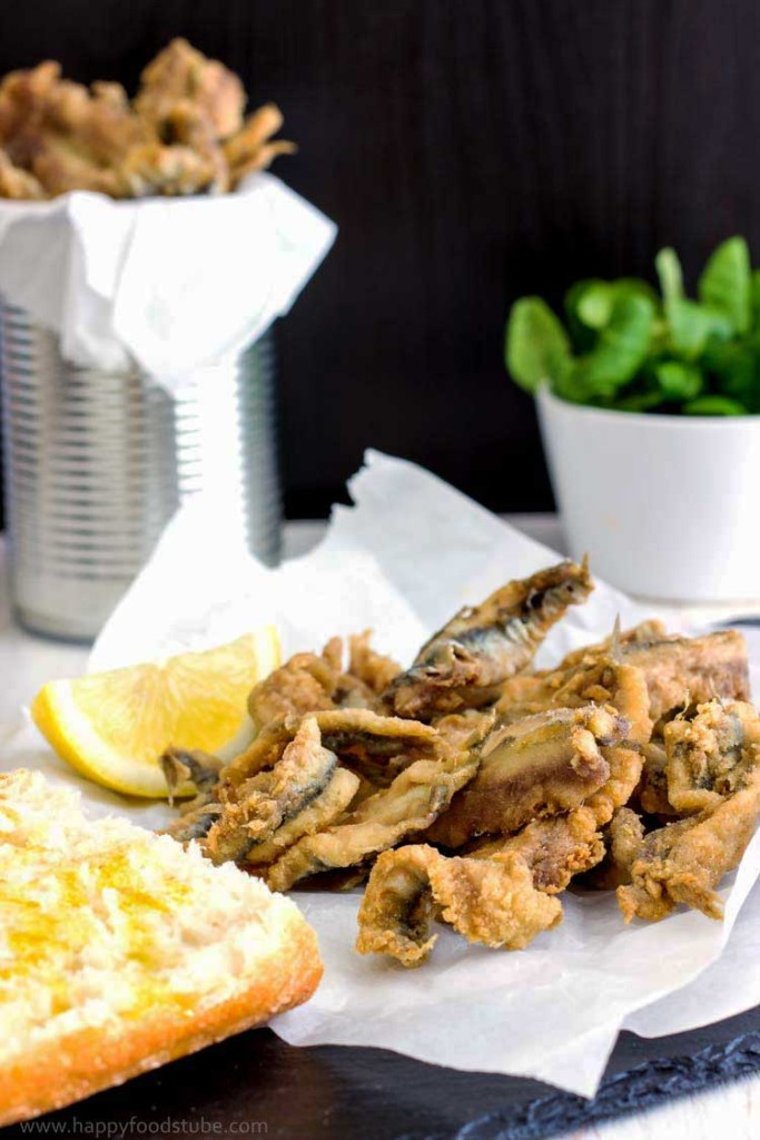 Deep Fried Anchovies with Bread - Easy Spanish seafood tapas with freshly squized lemon juice, Spanish food, fish, starter, appetizer, recipe, tapa, Spain | happyfoodstube.com