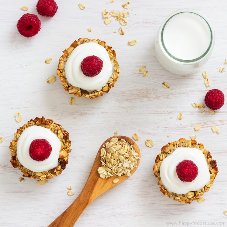 Heavenly Baked Breakfast Oatmeal Cups - Healthy breakfast, easy recipe loaded with delicious ingredients, granola energy bars, good morning food | happyfoodstube.com