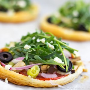 Mini Vegetarian Puff Pastry Pizzas Closeup - Quick and easy recipe, not a traditional pizza, healthy toppings, mouth-watering snack, party food | happyfoodstube.com