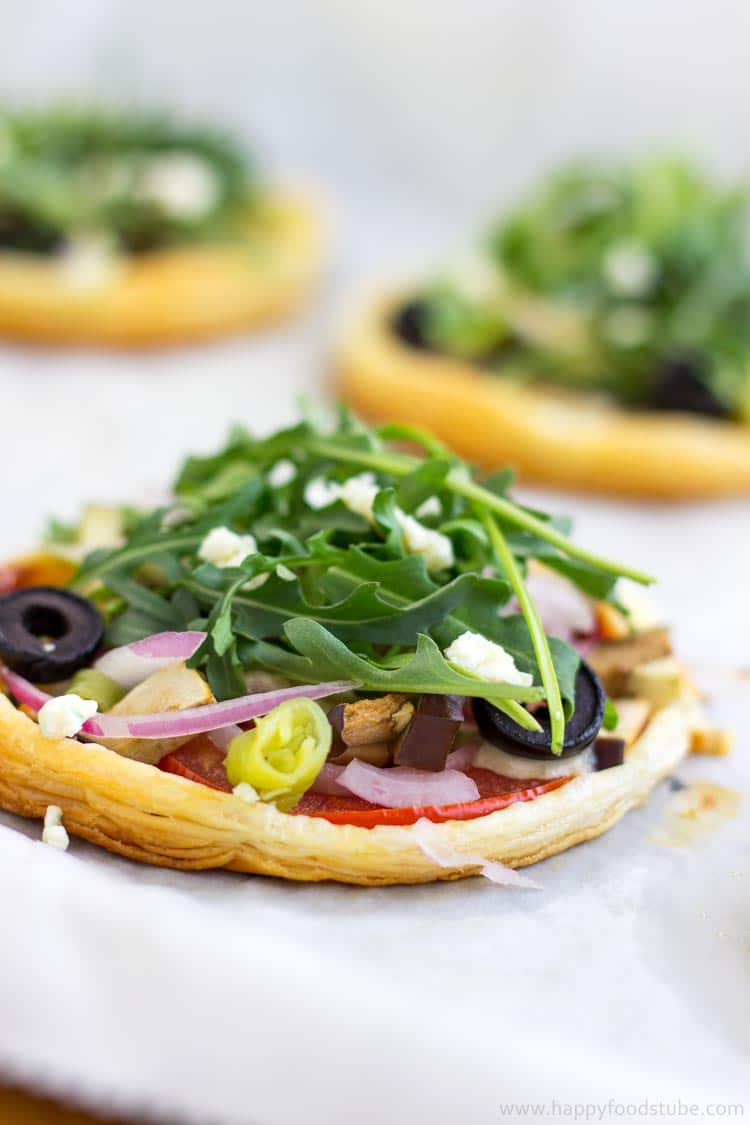 Mini Vegetarian Puff Pastry Pizzas - Quick and easy recipe, not a traditional pizza, healthy toppings, mouth-watering snack, party food | happyfoodstube.com