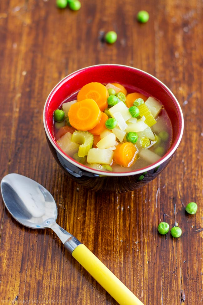 5-Ingredient Spring Vegetables Soup - quick & easy soup recipe, healthy, light, vegetarian. Carrots, celery, potatoes, peas & onion are the main ingredients here! | happyfoodstube.com