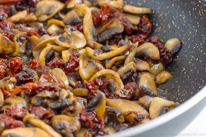 Creamy Mushroom & Sun Dried Tomato Spaghetti-1 | happyfoodstube.com
