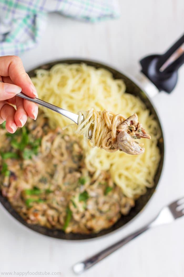 Creamy-Mushroom-&-Sun-Dried-Tomato-Spaghetti-Closeup