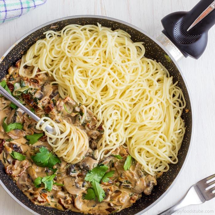 Creamy Mushroom & Sun-Dried Tomato Spaghetti Recipe
