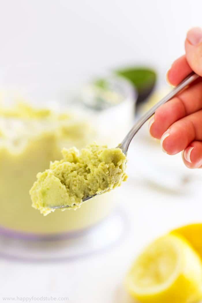Super Healthy Creamy Avocado Hummus Closeup   happyfoodstube.com
