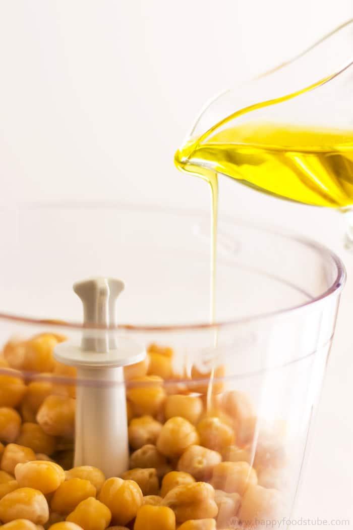 Super-Healthy-Creamy-Avocado-Hummus-Olive-Oil