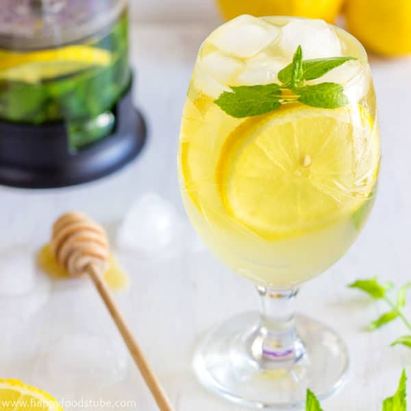 Fresh Mint and Lemon Iced Tea Recipe! Refreshing, Healthy + Low Calories! Non-Alcoholic! | happyfoodstube.com