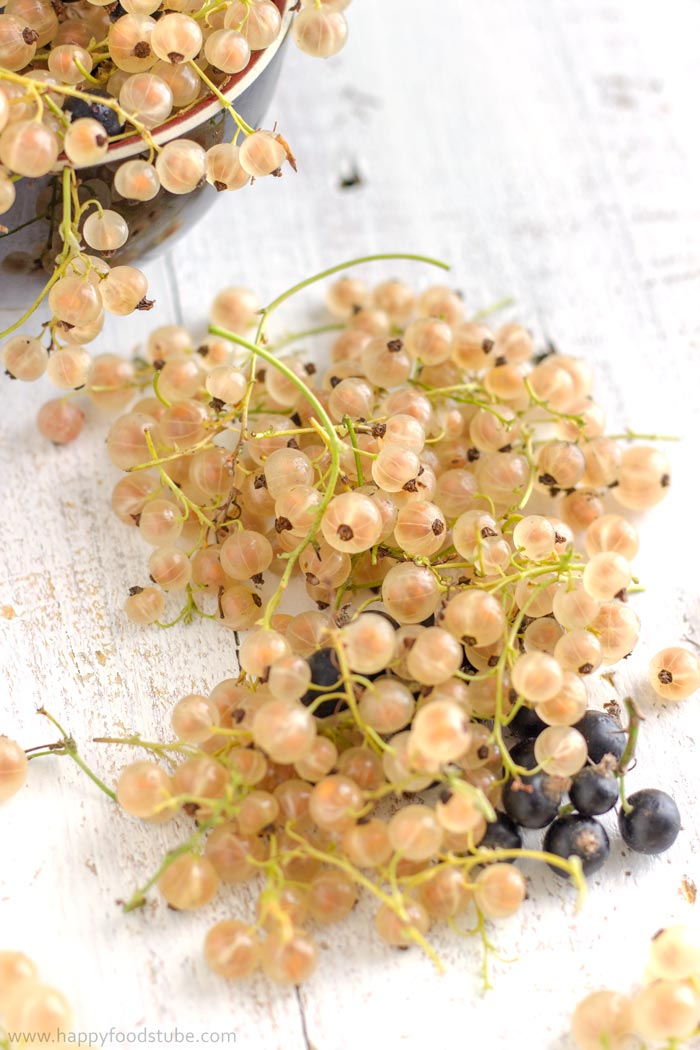 Fresh White Currant | happyfoodstube.com