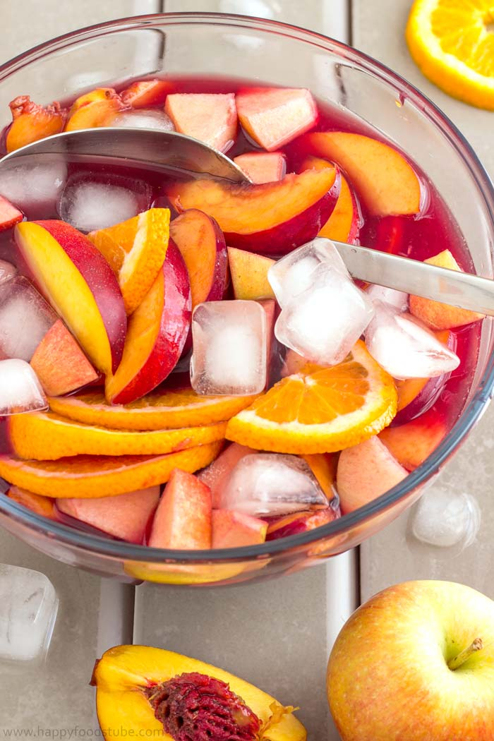 Homemade Fruity Red Wine Sangria | happyfoodstube.com