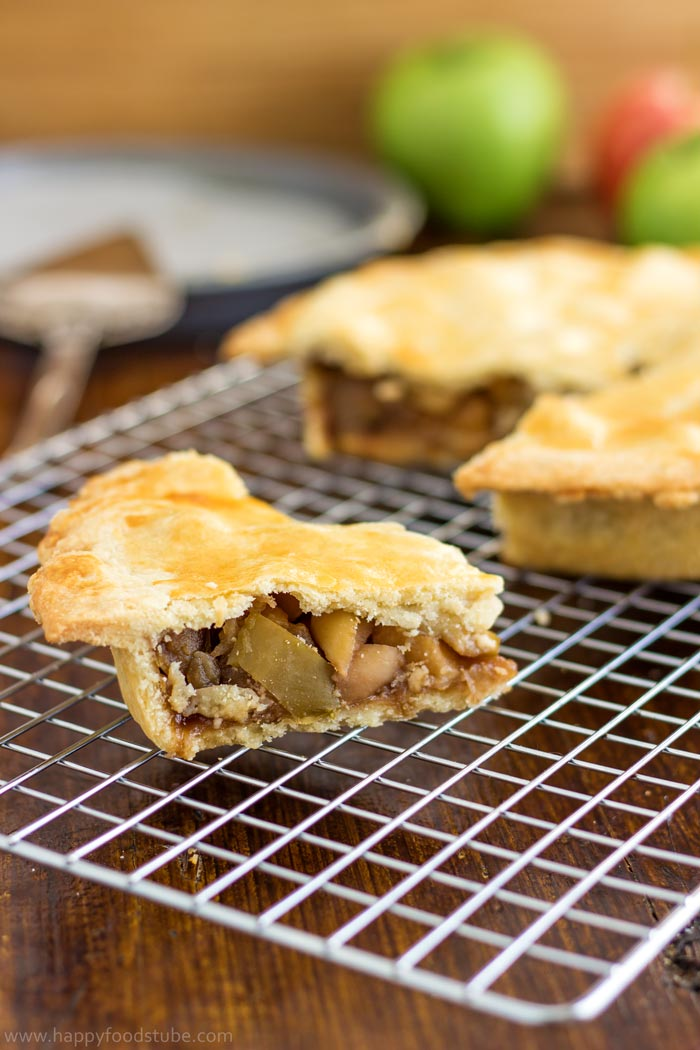 Best homemade apple pie recipe with fresh apples! | happyfoodstube.com