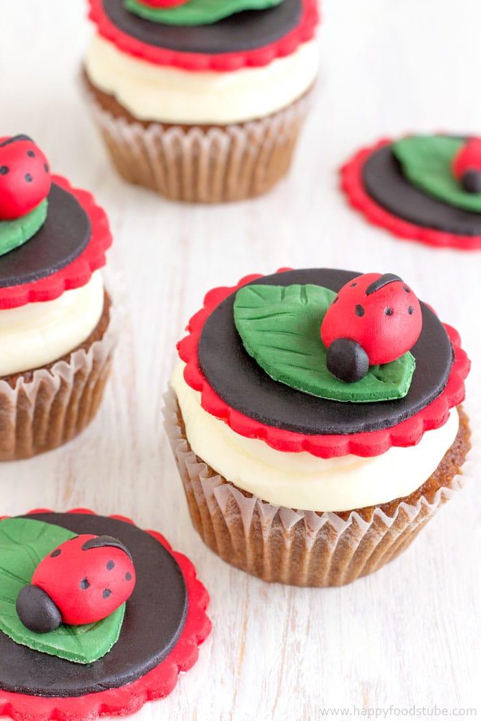How to make Ladybug Cupcake Toppers. Easy Fondant Cupcake Decorating Tutorial. Ladybirds. | happyfoodstube.com