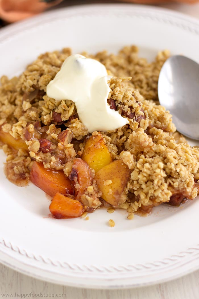 No Fuss Mixed Fruit Crisp with Hazelnuts is the right tasty dessert. Super simple recipe | happyfoodstube.com