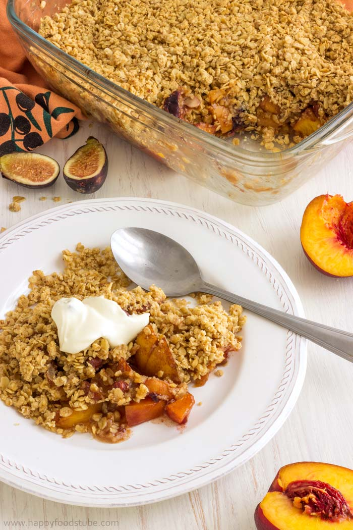 No Fuss Mixed Fruit Crisp with Hazelnuts is the right tasty dessert. Only simple ingredients | happyfoodstube.com