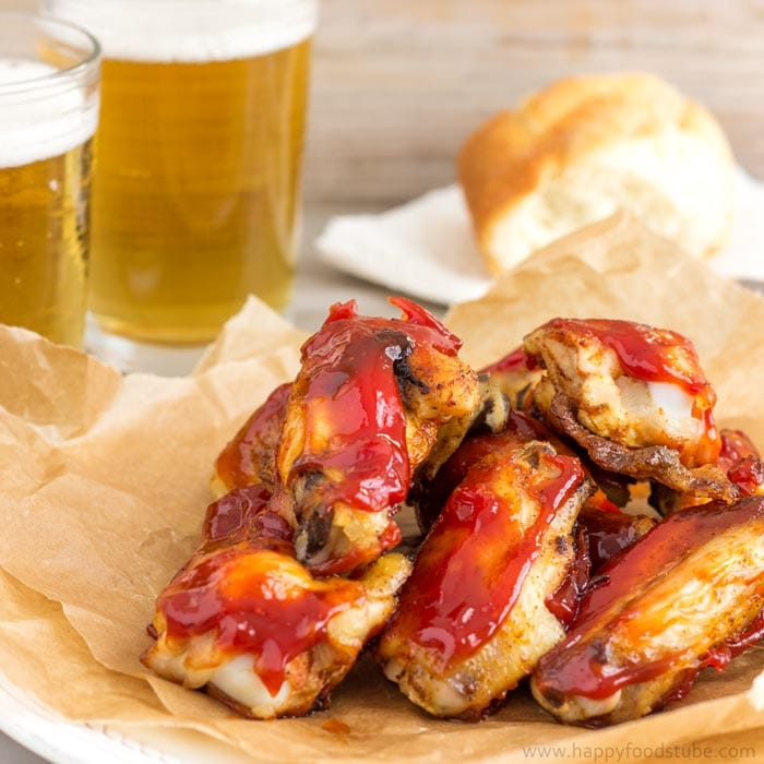 Oven Baked Sweet and Spicy Sticky Chicken Wings | happyfoodstube.com