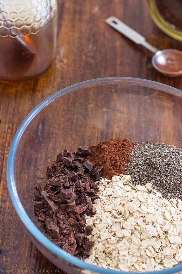Homemade Dark Chocolate Granola Ingredients | happyfoodstube.com