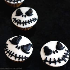 Halloween Jack Skellington Cupcake Toppers. Easy cake/cupcake decorating tutorial!   happyfoodstube.com
