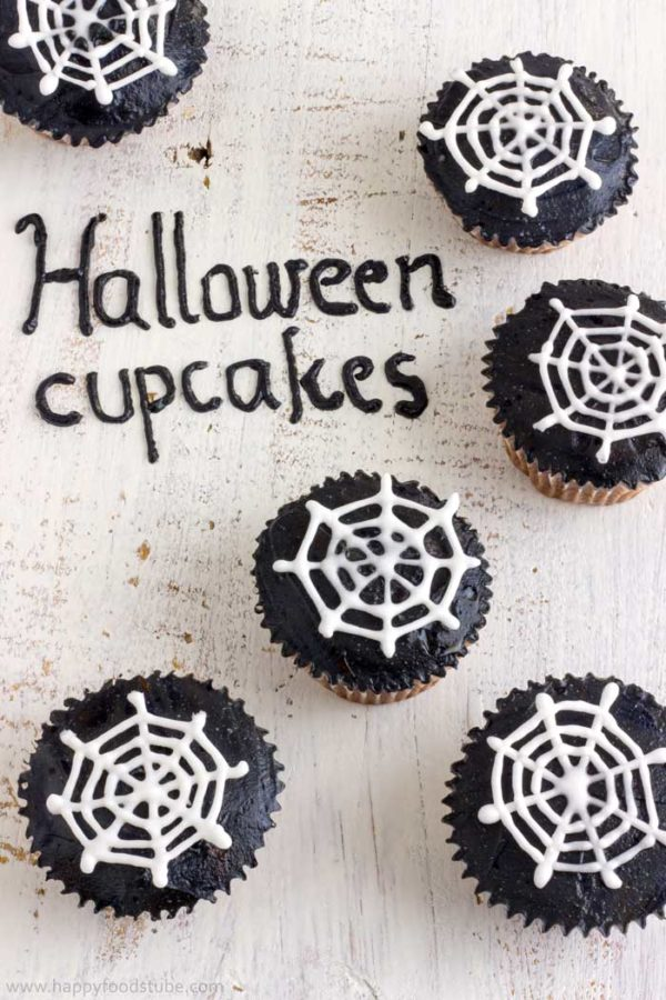 How to Decorate Halloween Spider Web Cupcakes. Super Easy Tutorial. | happyfoodstube.com