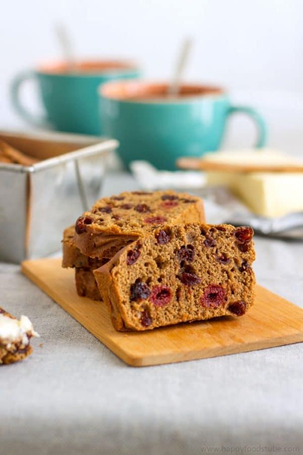 Irish Barmbrack Tea Cake or Irish Tea Brack. Traditional Irish Food Recipe | happyfoodstube.com