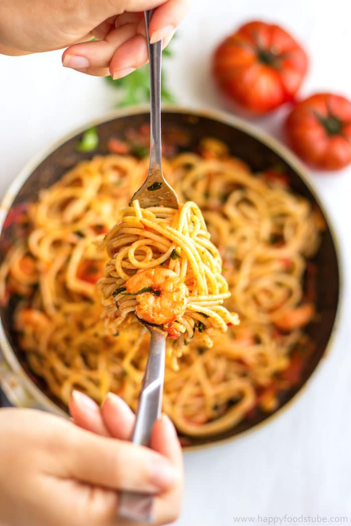 Spicy Shrimp Spaghetti. Easy home cooking recipe | happyfoodstube.com