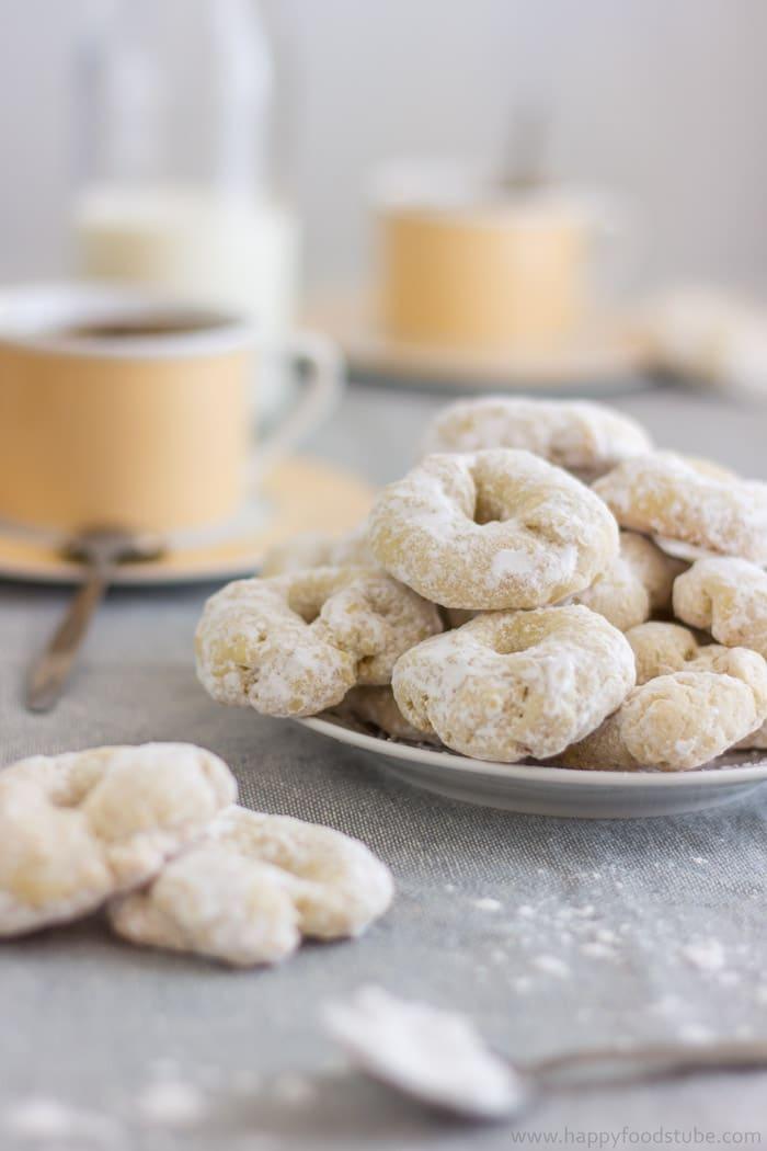 White Wine Cookies Recipe - Rollitos de Vino Blanco | happyfoodstube.com